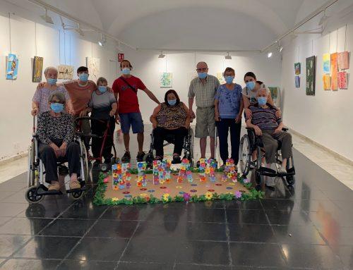 Los residentes de los centros Mimara visitan la exposició 'Amb els cinc sentits'